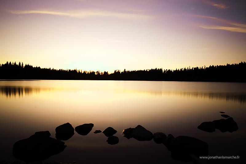 Coucher de soleil au lac Servière